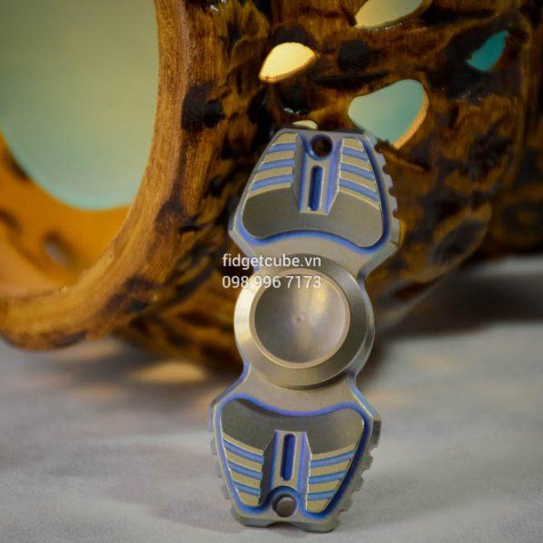 Armed Shark Spinner Titanium Brass (38)