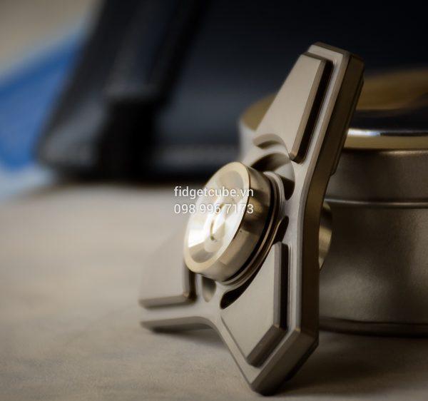 Tri-Compass Spinner Titanium (1)