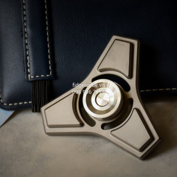 Tri-Compass Spinner Titanium (2)